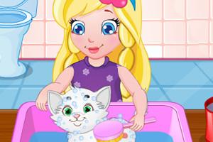 照顾白色小猫