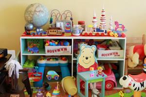 凌乱的玩具室