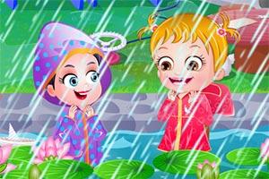 小宝贝雨中嬉戏