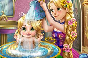 长发公主给宝贝洗澡