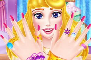 欧若拉公主做美甲
