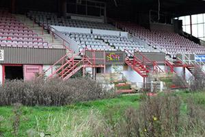 废弃的足球场逃脱