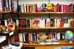 整洁的书店找物品