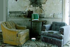 逃离废弃的屋子