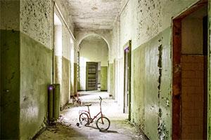 逃离废弃庇护所