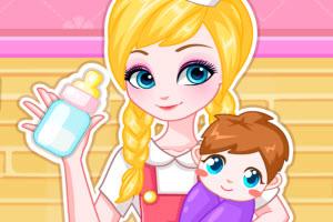 爱心小护士照顾婴儿