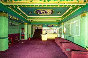 逃离废弃电影院